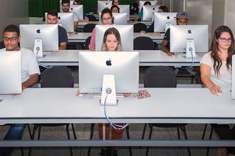 Laboratório de MACs da Faculdade de Comunicação Social