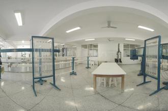 Laboratório de Hidráulica: estrutura completa com simuladores que incluem canal de água, túnel de vento, miniestação de tratamento de água e ensaio de bombas