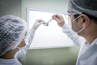 A Clínica de Radiologia Odontológica é equipada com aparelhos de raios-X analógicos, alta frequência e panorâmico. Permite aprendizado das técnicas radiológicas, diagnóstico, planejamento, tratamento e acompanhamento dos pacientes