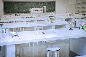 Laboratório de Bioquímica: permite o desenvolvimento de habilidades de estudo nas reações análises bioquímicas