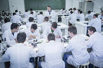 O Laboratório de Botânica direciona os estudos da fisiologia, morfologia, ecologia, evolução, anatomia, classificação, doenças, distribuição, dentre outros aspectos das plantas