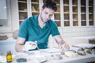 Laboratório de Mecânica do Solo e Geotecnia proporciona aos acadêmicos estudos de ensaios nas áreas de mecânica dos solos, mecânica das rochas, geologia de engenharia, monitoramento e instrumentação geotécnica, solos não saturados e geotecnia ambiental