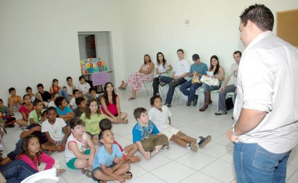 Acadêmicos promovem conscientização ambiental em escola