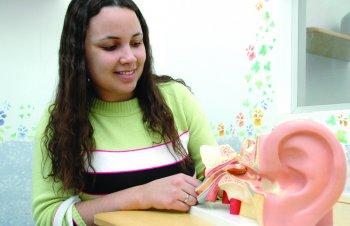 Ex-aluna é fonoaudióloga escolar em prefeitura da região