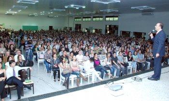 Doutor Bactéria reúne cerca de 2 mil pessoas na Unoeste
