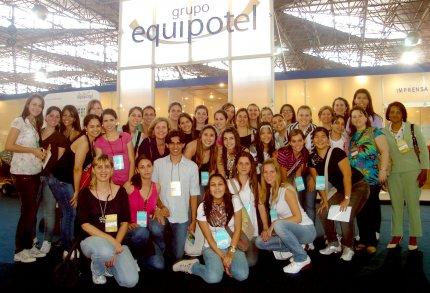 Docentes e alunos de Nutrição visitam 47ª Equipotel em SP
