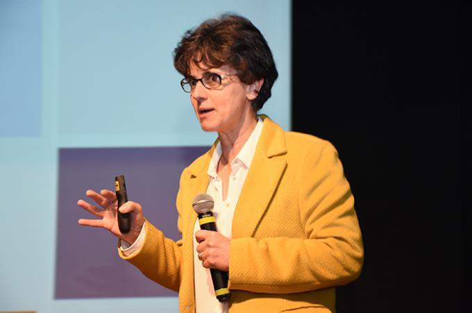 Conferência e teatro marcam início de eventos de Farmácia
