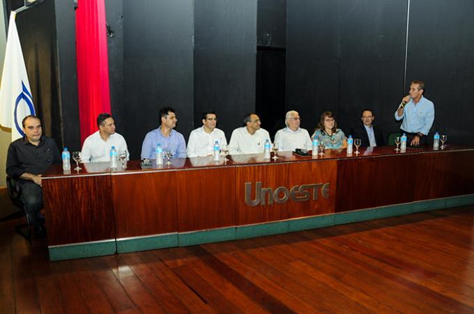 Combate à dengue reúne especialistas do país no 8º Enetec