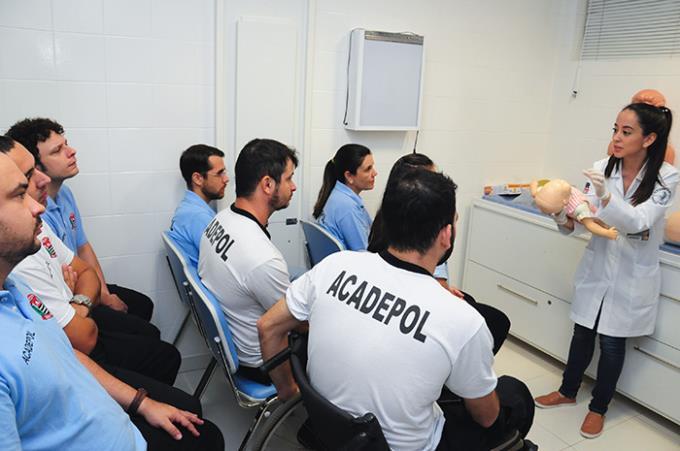 Estudantes de Medicina dão treinamento a novos policiais