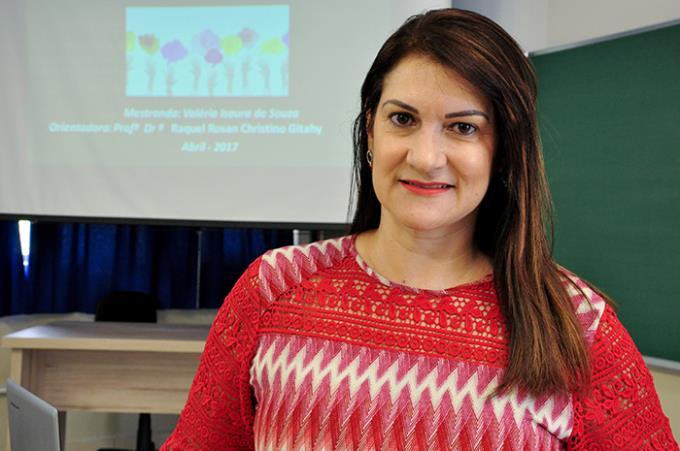 Valéria Souza: aprovada para receber o título de mestre em Educação