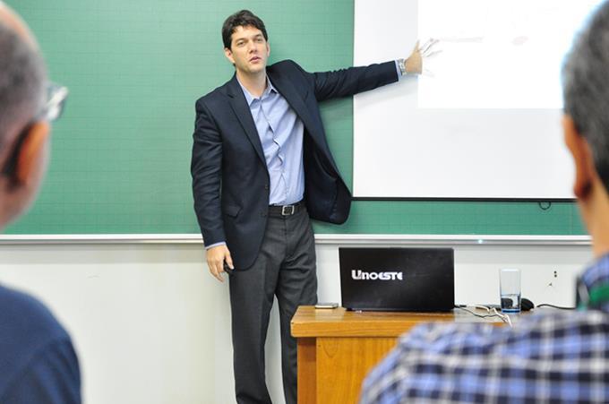 Conferencista defende modelo híbrido para o ensino superior