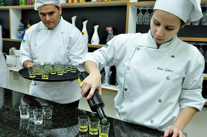 Curso livre orienta sobre uso de azeite e sal na gastronomia