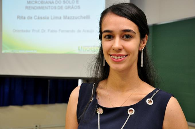 Rita no dia da defesa de sua tese para se tornar doutora em Agronomia