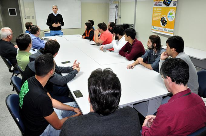 Intepp promove assinatura de contrato para cinco projetos