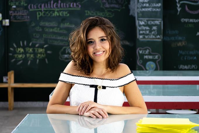 """Caroline Pedrosa afirma que fez a escolha certa: """"A Feira de Profissões me ajudou a ter certeza do curso que queria"""""""