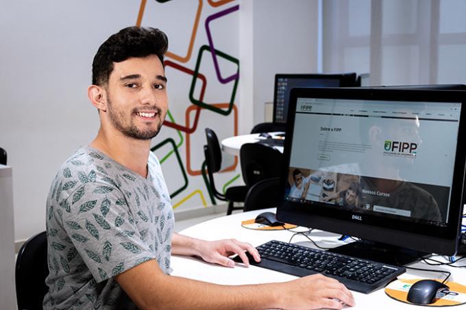 Feira de Profissões ajuda estudantes a definir carreira