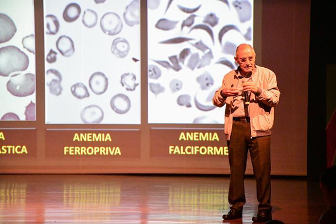 Amplo mercado do biomédico é destaque em eventos acadêmicos