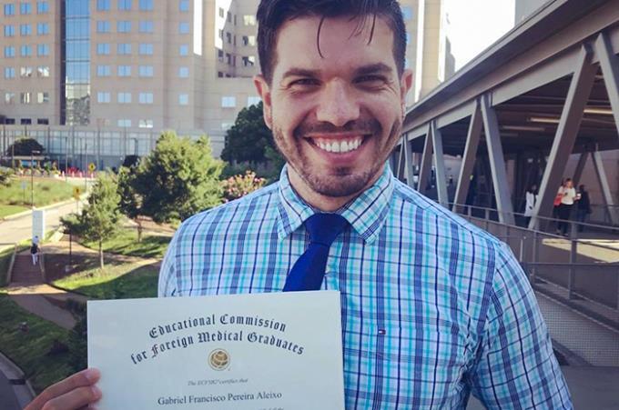 Egresso conquista validação de diploma médico nos EUA