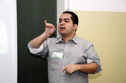 Primeiro pedagogo surdo de Prudente se forma na Faclepp