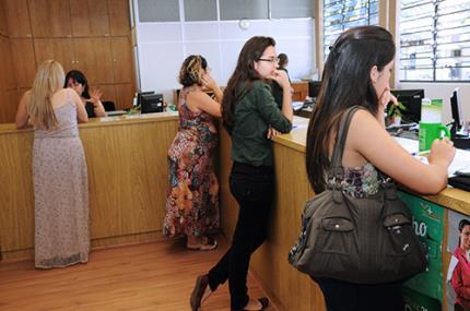 Aprovados no vestibular começam estudos no início de 2014