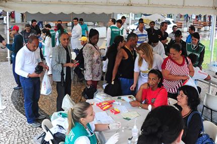 Projeto Farmacêutico na Praça faz cerca de 500 atendimentos