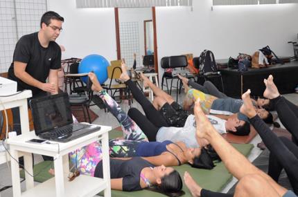 Fisioterapeutas de várias áreas movimentam universidade